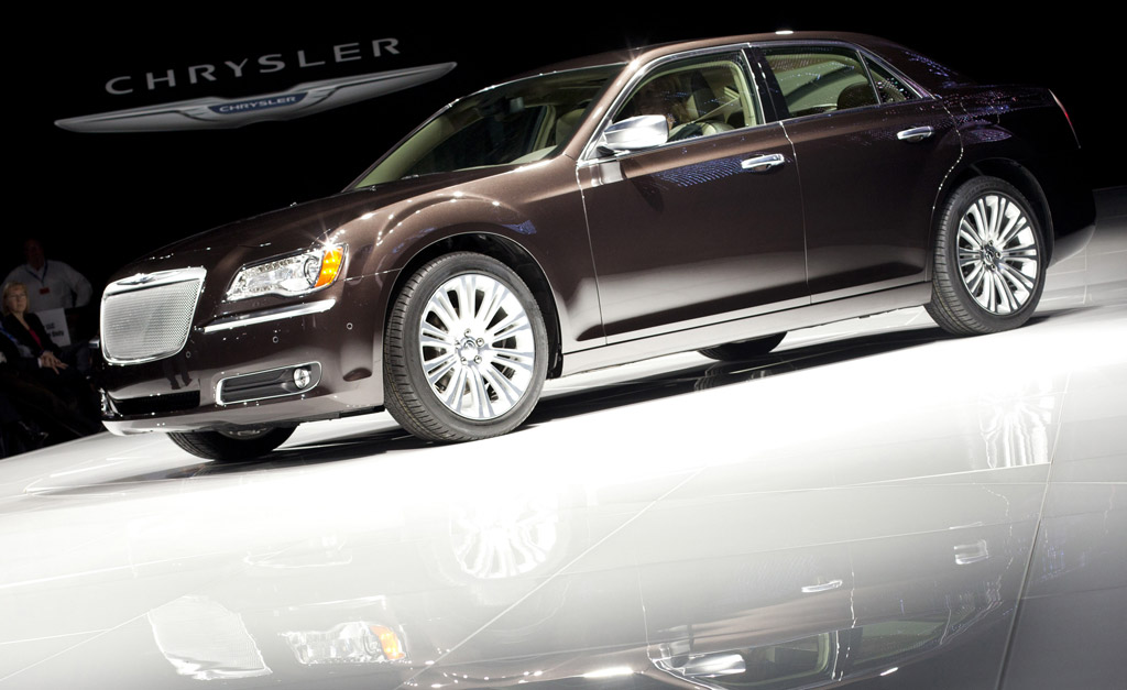 2011 chrysler 300c executive series walkaround video. Black Bedroom Furniture Sets. Home Design Ideas