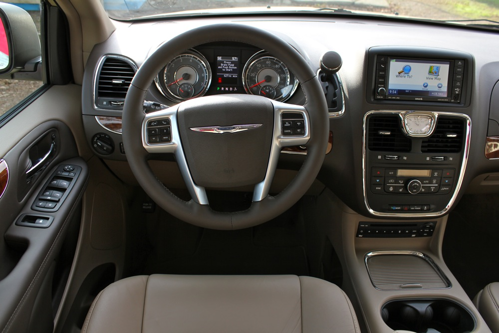 2011 Chrysler Town & Country - Photo Gallery