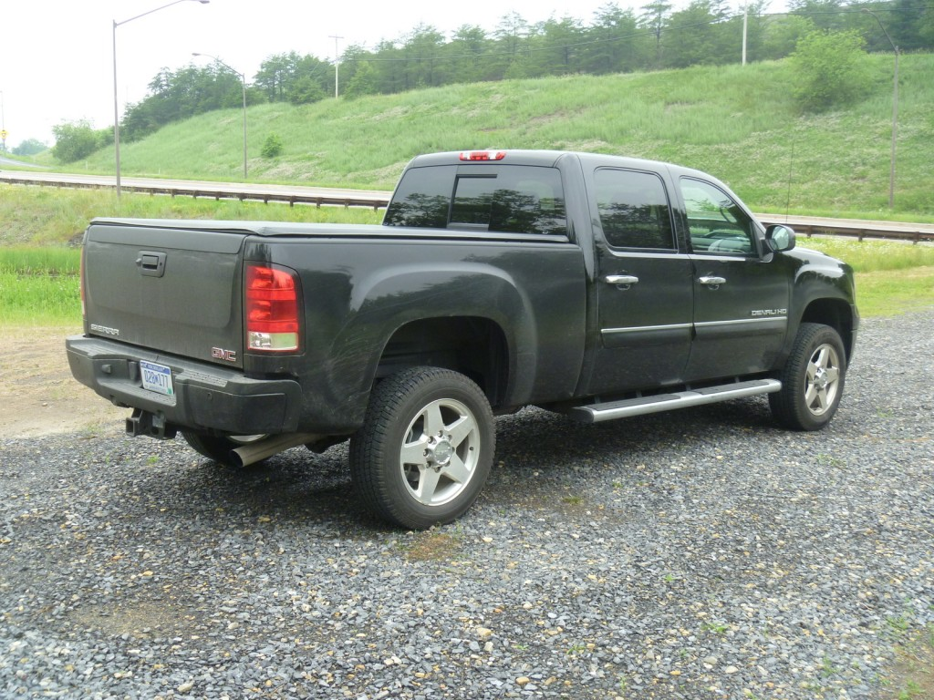 review 2011 chevrolet silverado and gmc sierra heavy duty page 3. Black Bedroom Furniture Sets. Home Design Ideas