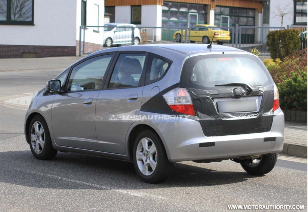 Spy Shots 2012 Honda Fit Hybrid