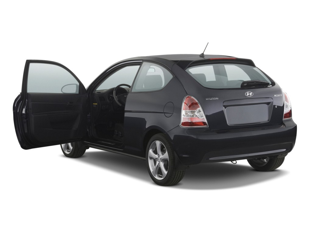 2011 hyundai accent pictures photos gallery motorauthority. Black Bedroom Furniture Sets. Home Design Ideas