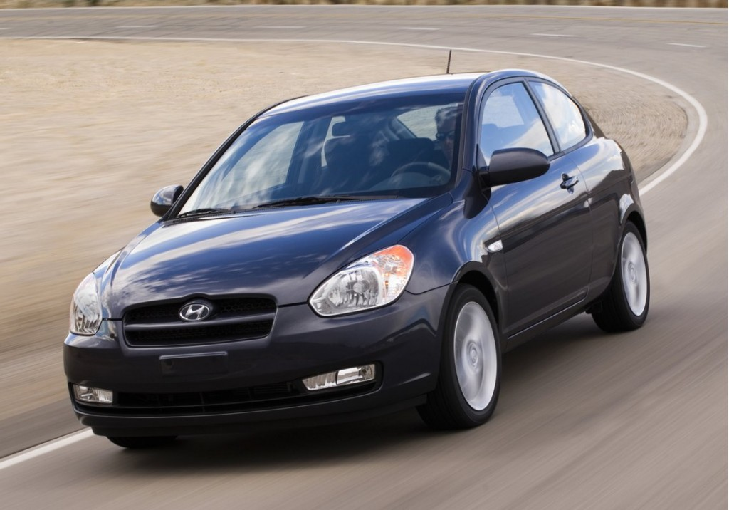 2011 hyundai accent pictures photos gallery the car. Black Bedroom Furniture Sets. Home Design Ideas