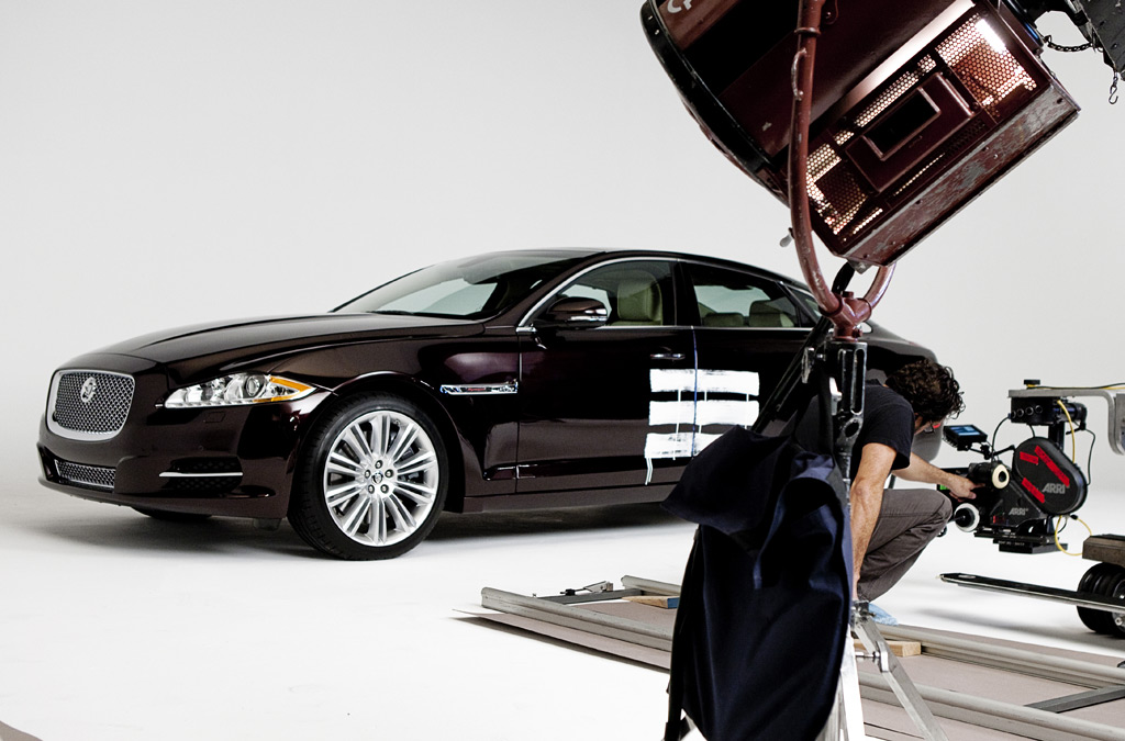 The 2011 Jaguar XJ severs ties with its past, and rocks a mod new look ...