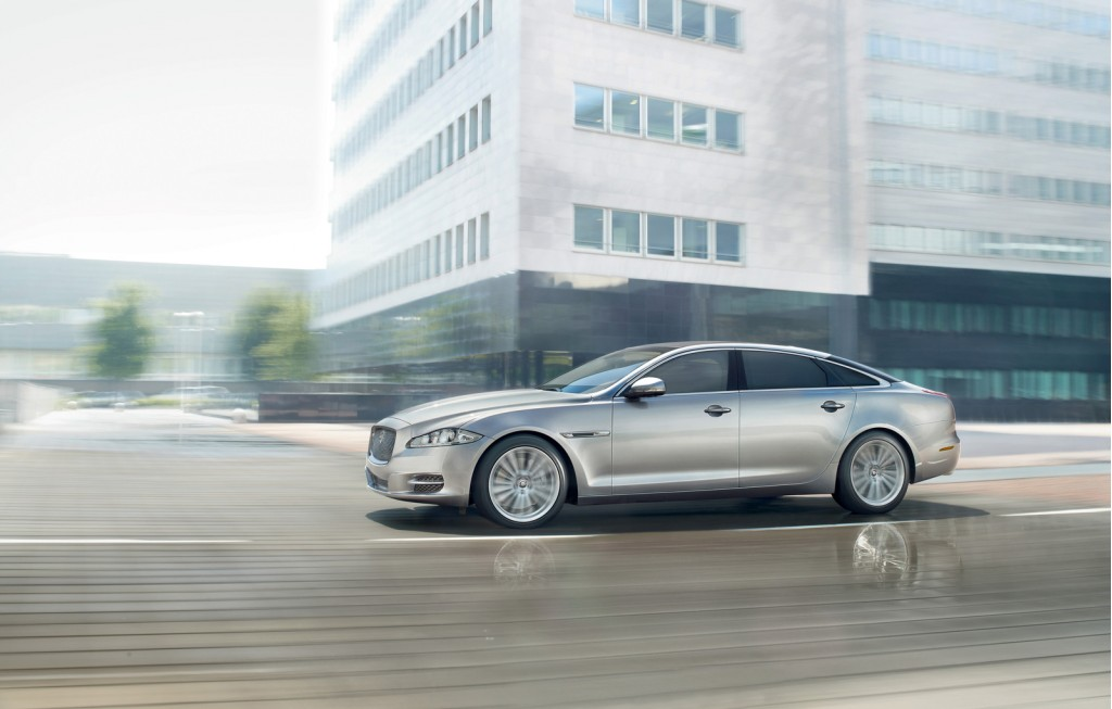 armored jaguar xj sentinel executive style in any war zone. Black Bedroom Furniture Sets. Home Design Ideas