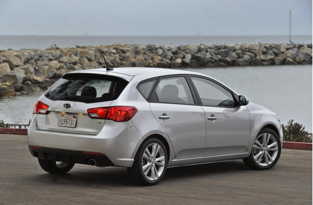 2011 kia forte five doors six gears 37 mpg. Black Bedroom Furniture Sets. Home Design Ideas
