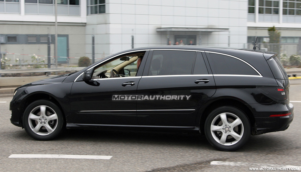 Spy Shots 2011 Mercedes Benz R Class Facelift