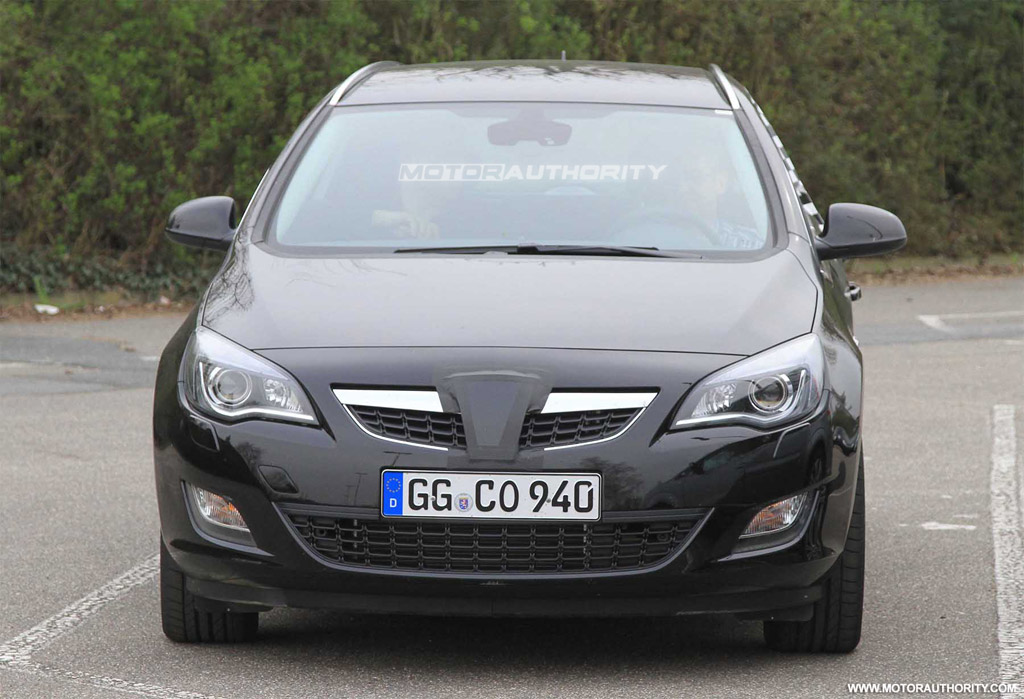 spy shots 2011 opel astra sportstourer wagon. Black Bedroom Furniture Sets. Home Design Ideas