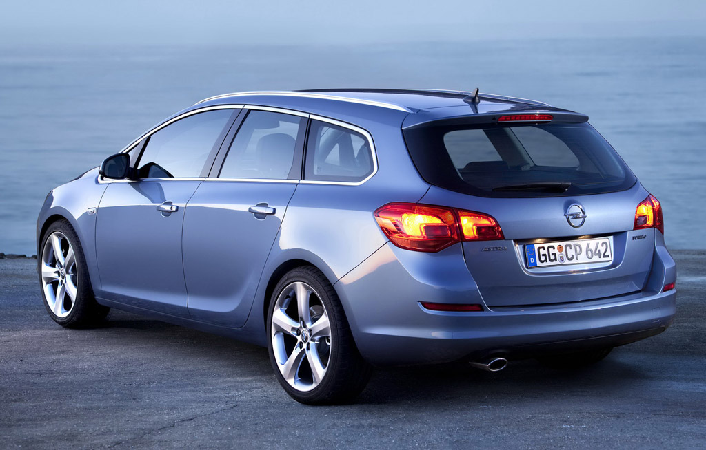 2011 opel astra sports tourer wagon revealed. Black Bedroom Furniture Sets. Home Design Ideas