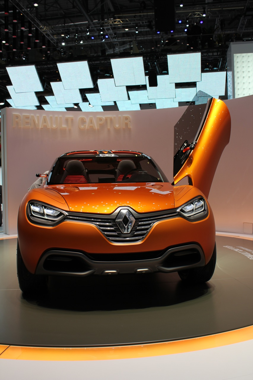 2011 renault captur concept live photos 2011 geneva motor show. Black Bedroom Furniture Sets. Home Design Ideas