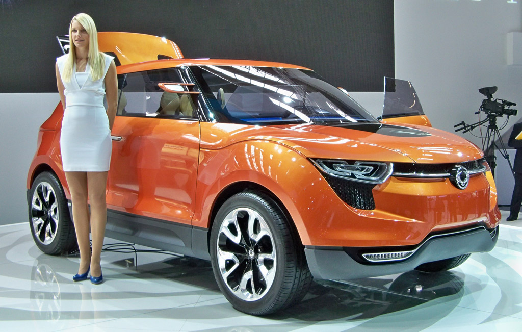 ssangyong xiv 1 concept live photos 2011 frankfurt auto show. Black Bedroom Furniture Sets. Home Design Ideas