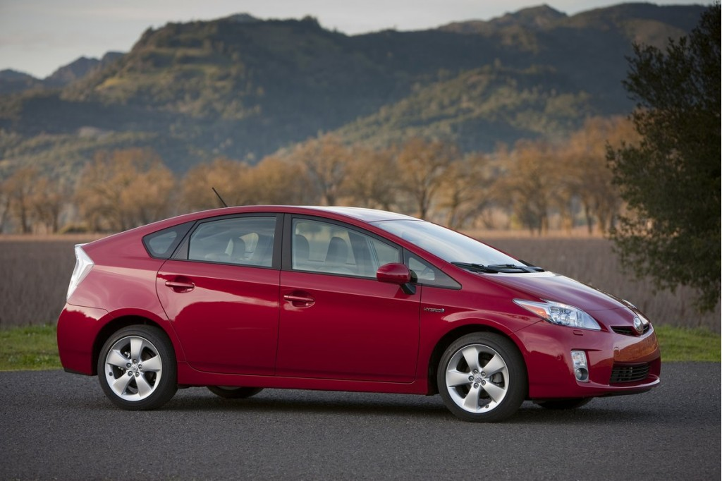 2011 toyota prius pictures photos gallery motorauthority. Black Bedroom Furniture Sets. Home Design Ideas