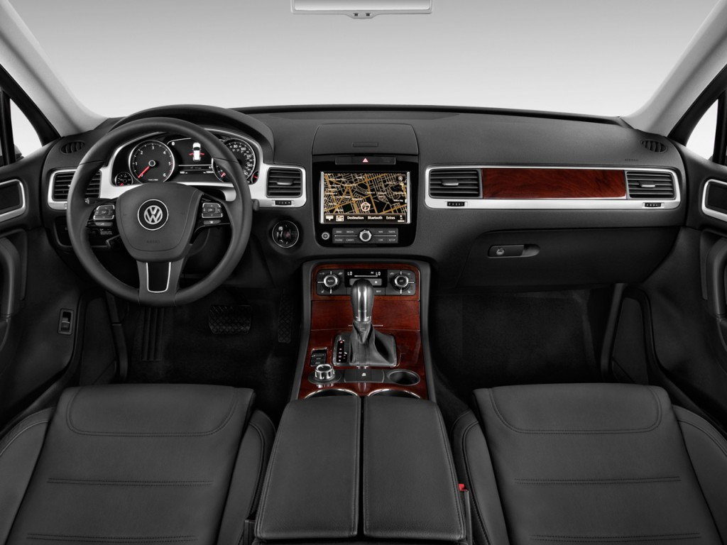Image: 2011 Volkswagen Touareg 4-door TDI Lux *Ltd Avail* Dashboard, size: 1024 x 768, type: gif ...