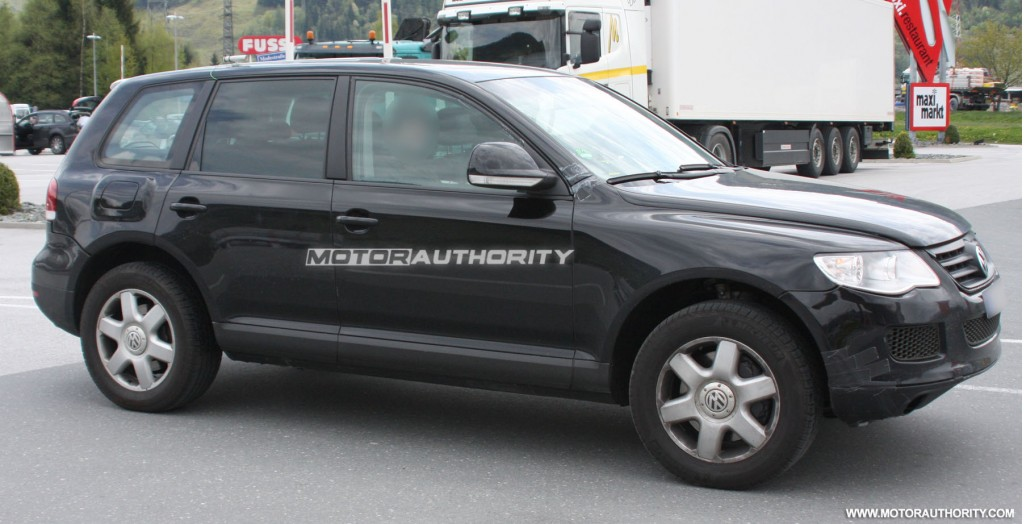 2011 volkswagen touareg test mule spy shots may 003