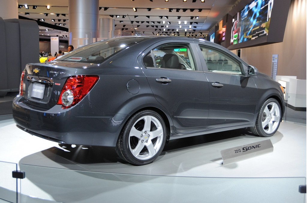http://images.thecarconnection.com/lrg/2012-chevrolet-sonic_100336909_l.jpg