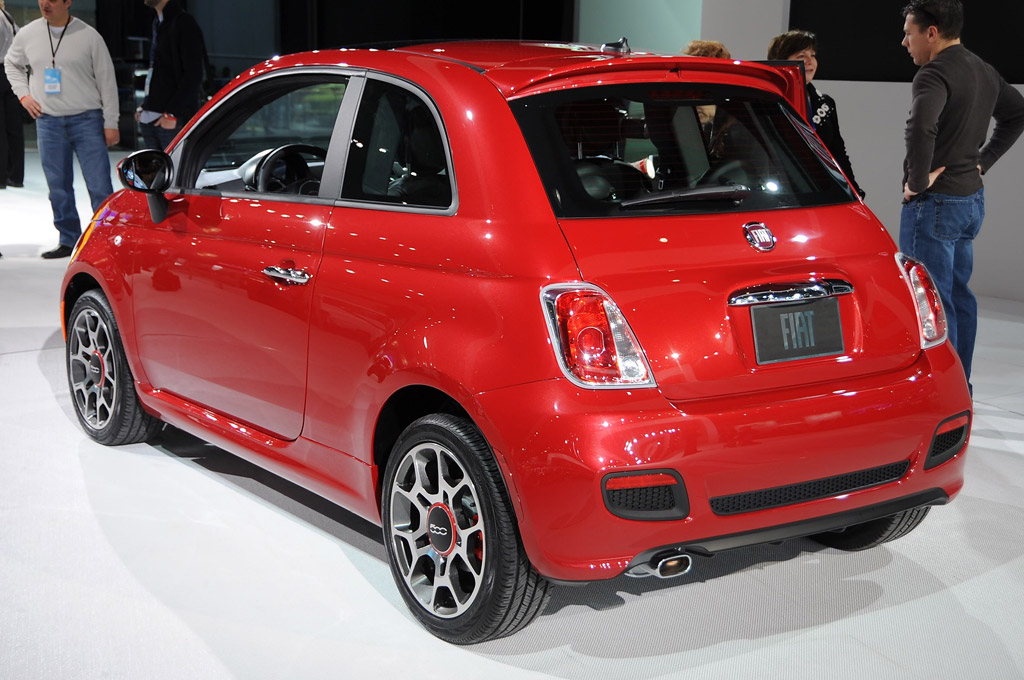 first 2012 fiat 500s to arrive with manual transmissions. Black Bedroom Furniture Sets. Home Design Ideas