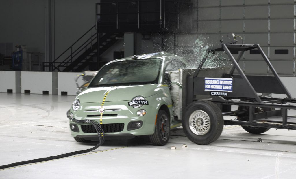 2012 fiat 500 awarded top safety pick by iihs. Black Bedroom Furniture Sets. Home Design Ideas