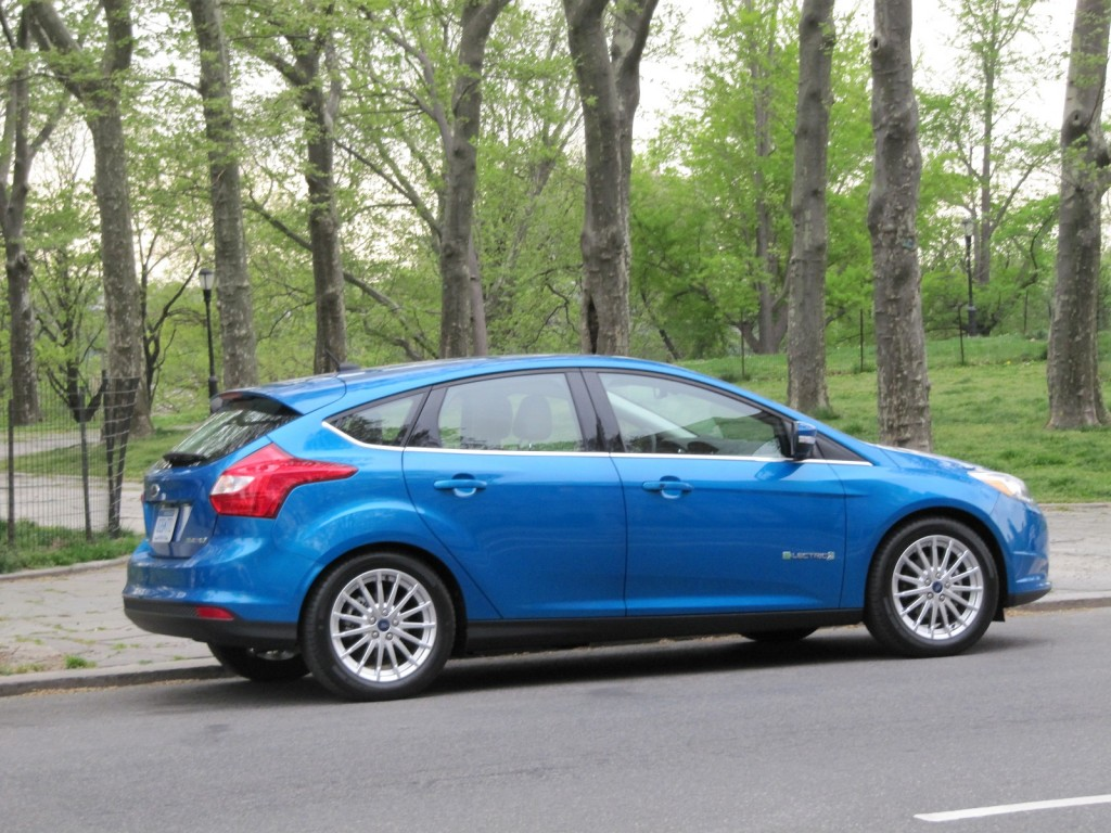 2014 ford focus electric gets 4 000 price cut to boost sales. Black Bedroom Furniture Sets. Home Design Ideas