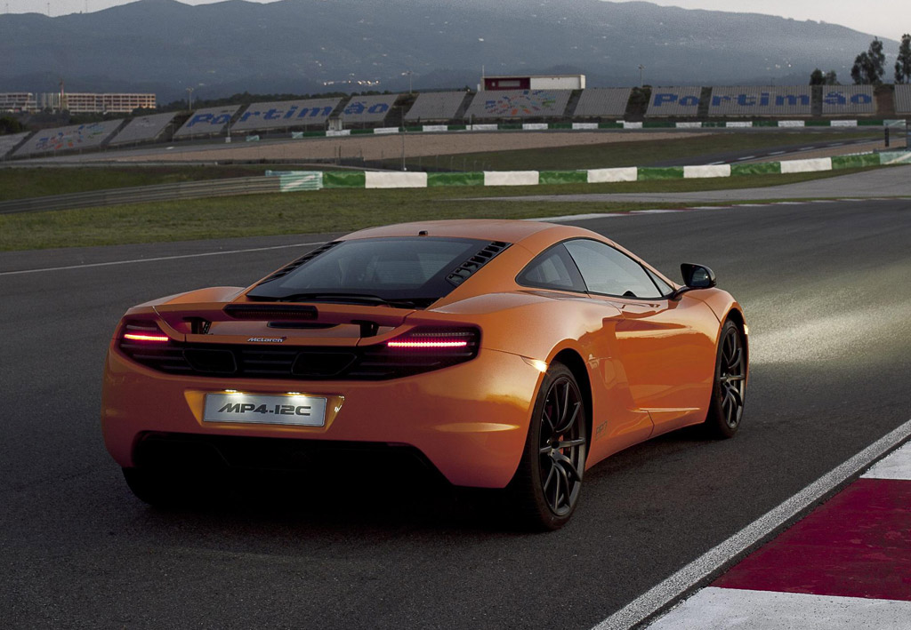 mclaren mp4 12c escapes gas guzzler tax starts u s delivery january. Black Bedroom Furniture Sets. Home Design Ideas