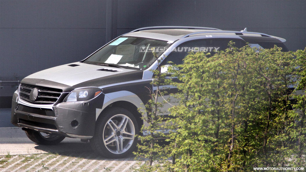 2012 mercedes benz ml class with amg sports pack spy shots. Black Bedroom Furniture Sets. Home Design Ideas