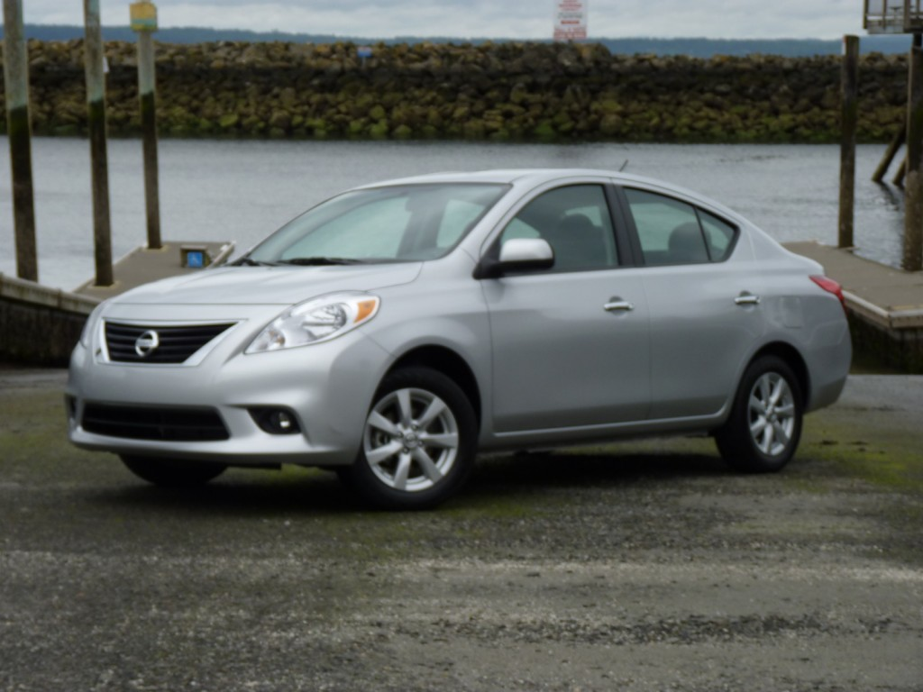 2012 nissan versa pictures photos gallery green car reports. Black Bedroom Furniture Sets. Home Design Ideas