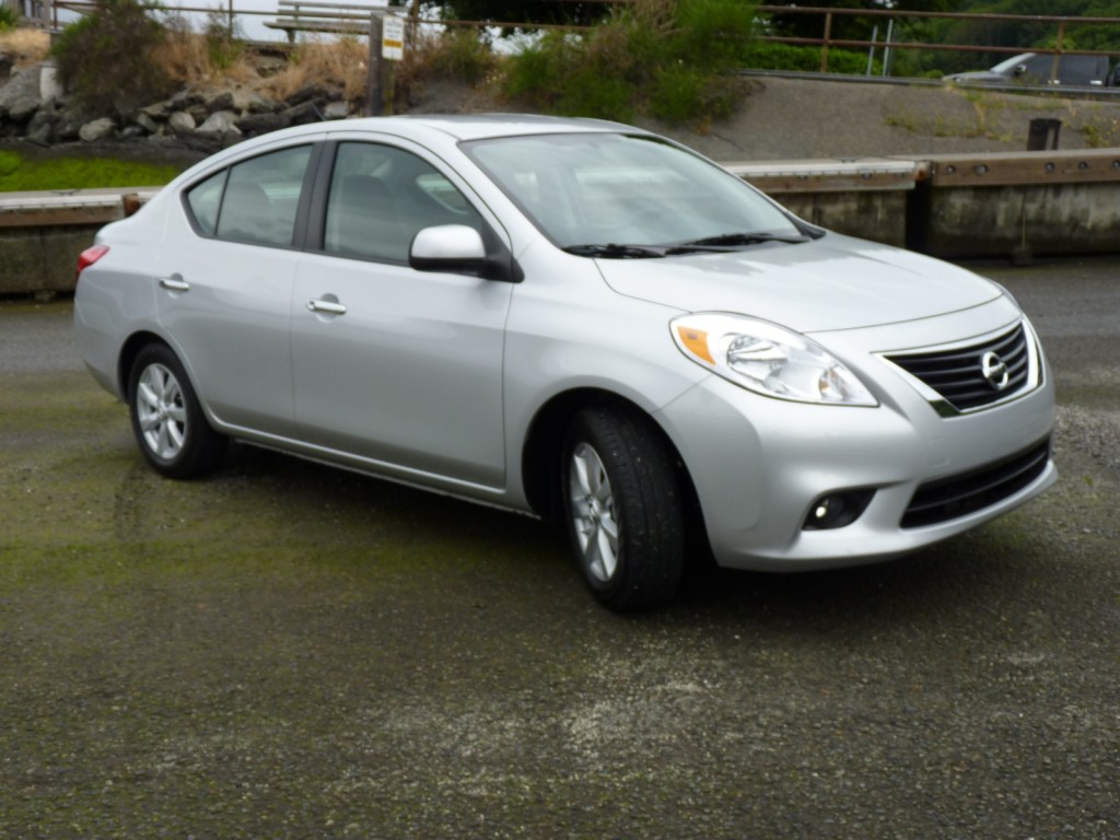 2012 nissan versa sedan first drive. Black Bedroom Furniture Sets. Home Design Ideas