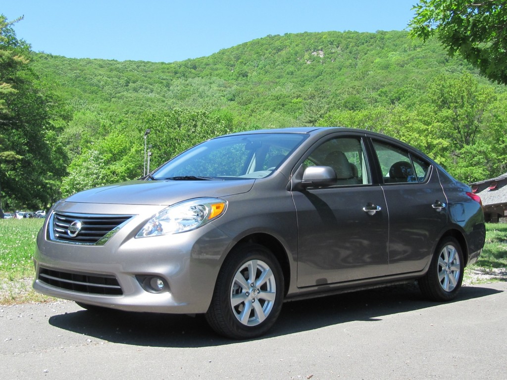 2012 nissan versa 1 6 sl sedan quick drive. Black Bedroom Furniture Sets. Home Design Ideas