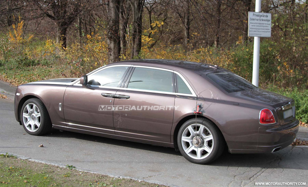 spy shots 2012 rolls royce ghost long wheelbase. Black Bedroom Furniture Sets. Home Design Ideas