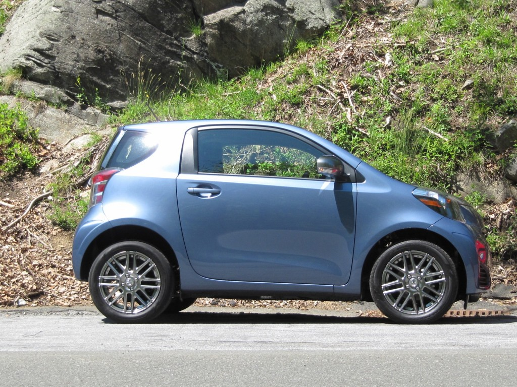2012 scion iq the 37 mpg minicar we wish we liked better. Black Bedroom Furniture Sets. Home Design Ideas