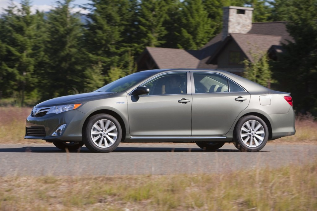 2012 toyota camry hybrid highly rated by consumer reports. Black Bedroom Furniture Sets. Home Design Ideas