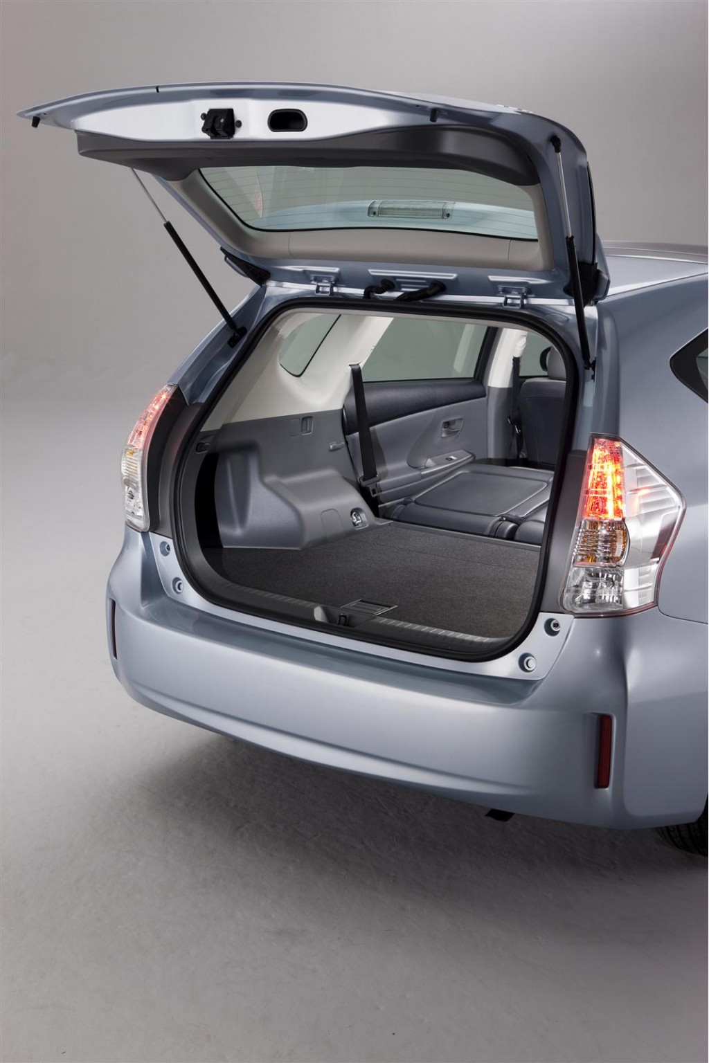2012 toyota prius v station wagon minivan arrives this fall. Black Bedroom Furniture Sets. Home Design Ideas