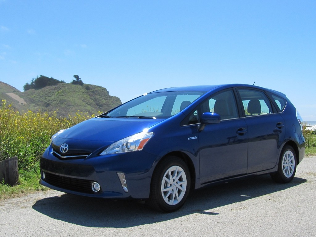 2012 toyota prius lineup grows with prius v plug in models. Black Bedroom Furniture Sets. Home Design Ideas