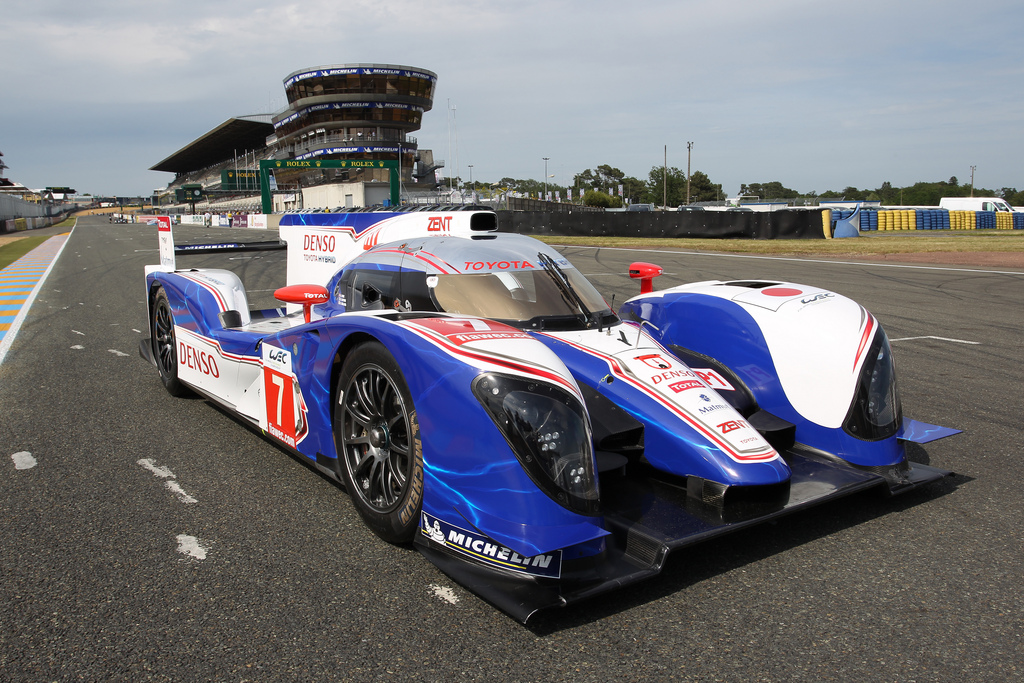 toyota ts030 hybrid wins first race. Black Bedroom Furniture Sets. Home Design Ideas