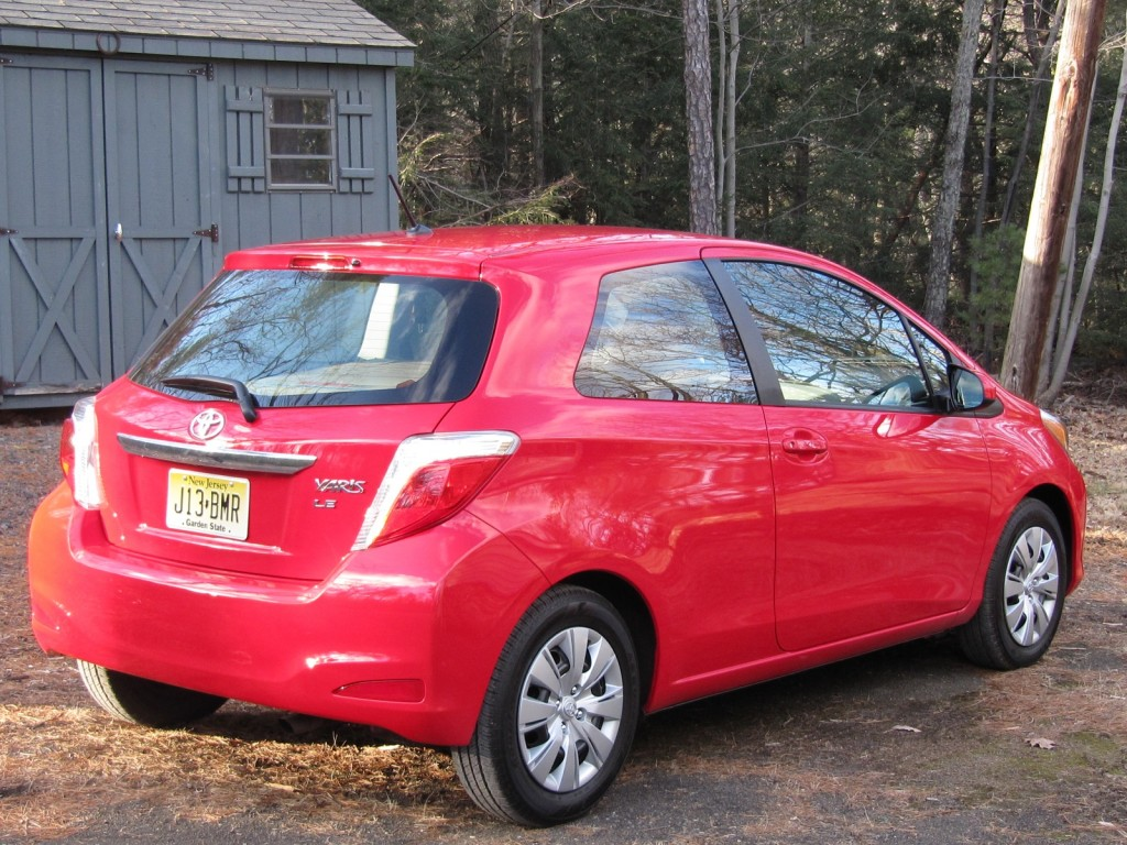 2012 toyota yaris le subcompact hatchback drive report. Black Bedroom Furniture Sets. Home Design Ideas