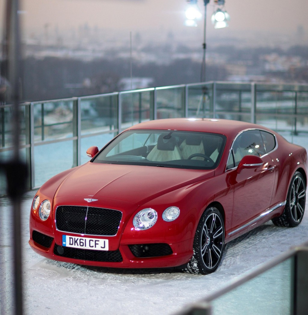 Bentley Continental GT V8 Flies Over Munich: Video