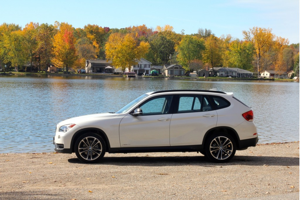 2013 bmw x1 video first drive. Black Bedroom Furniture Sets. Home Design Ideas