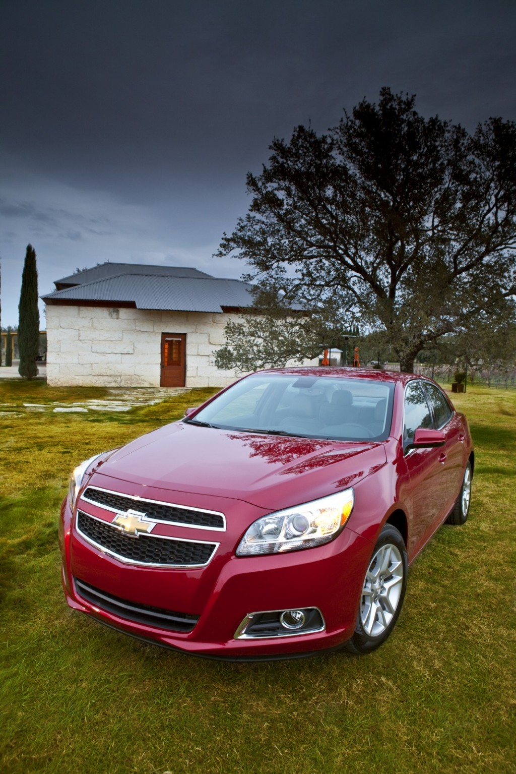 2013 chevrolet malibu eco 2012 hyundai azera earn top safety ratings. Black Bedroom Furniture Sets. Home Design Ideas