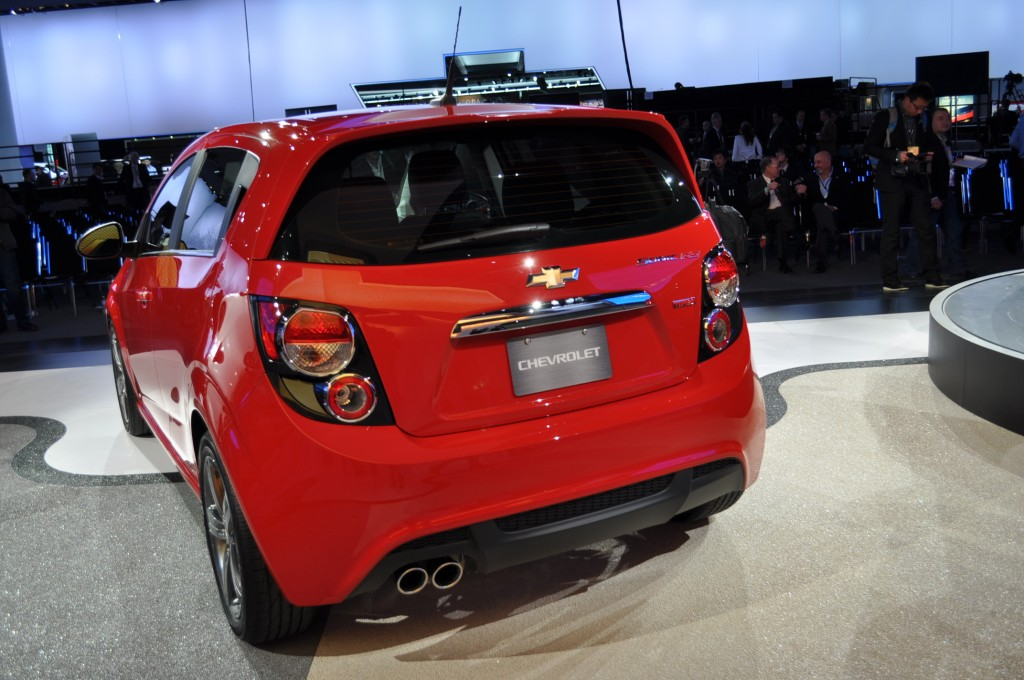 2013 chevrolet sonic chevy pictures photos gallery green car reports. Black Bedroom Furniture Sets. Home Design Ideas