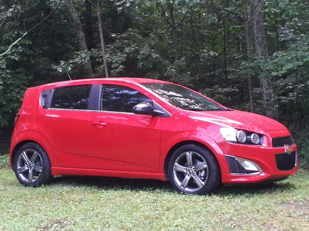 2013 chevrolet sonic rs how hot is chevy 39 s sporty hatch. Black Bedroom Furniture Sets. Home Design Ideas