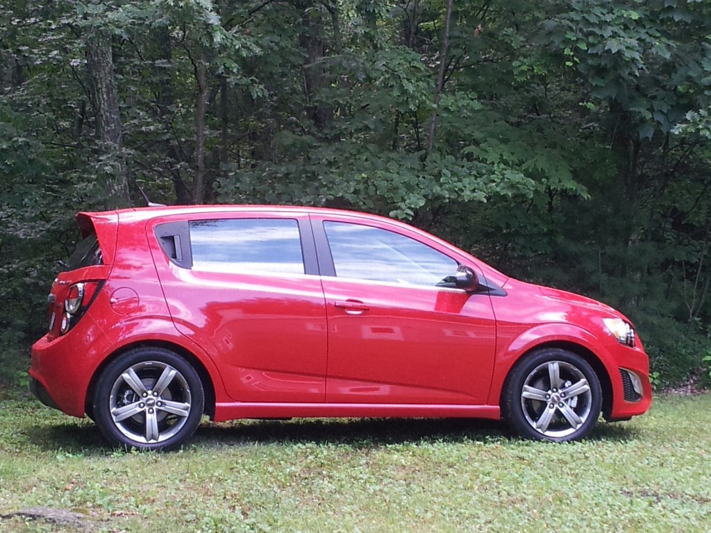 2013 chevrolet sonic chevy pictures photos gallery motorauthority. Black Bedroom Furniture Sets. Home Design Ideas