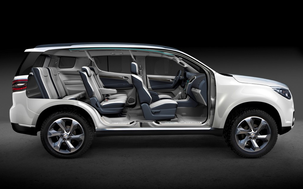 2013 chevrolet trailblazer revealed at dubai motor show. Black Bedroom Furniture Sets. Home Design Ideas