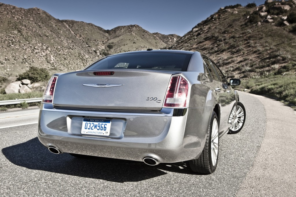 2013 Chrysler 300 Awd 2