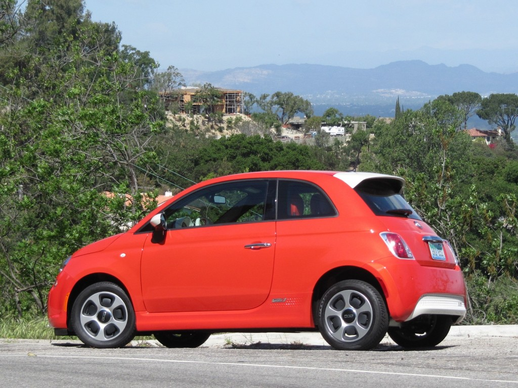 2013 fiat 500e electric car first drive page 3. Black Bedroom Furniture Sets. Home Design Ideas