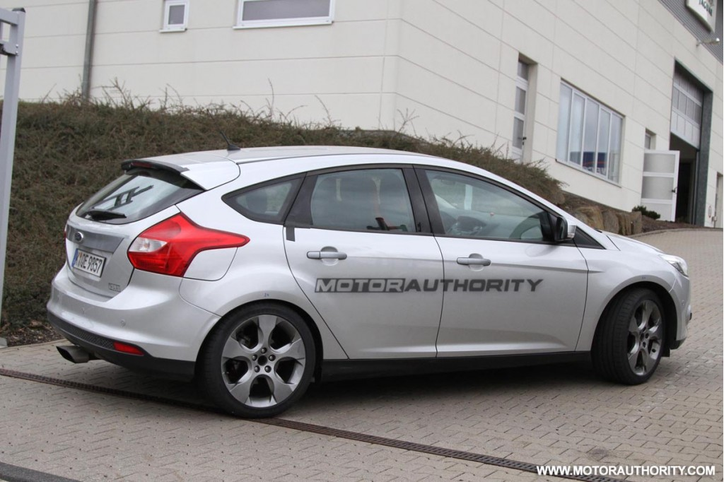 spy shots 2013 ford focus rs wagon test mule. Black Bedroom Furniture Sets. Home Design Ideas