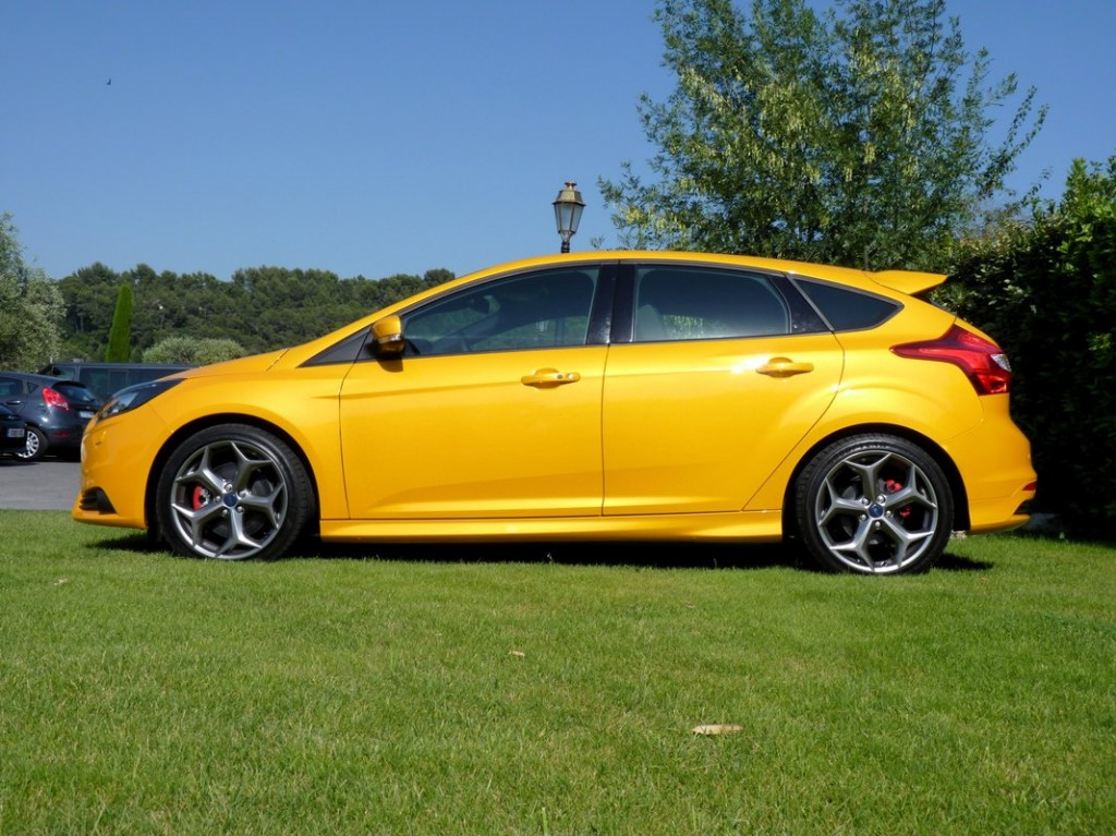 2013 ford focus st first drive. Black Bedroom Furniture Sets. Home Design Ideas