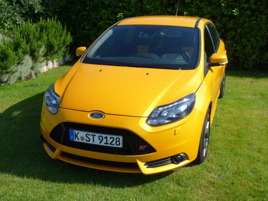 2013 ford focus st rated by epa 32 mpg highway. Black Bedroom Furniture Sets. Home Design Ideas