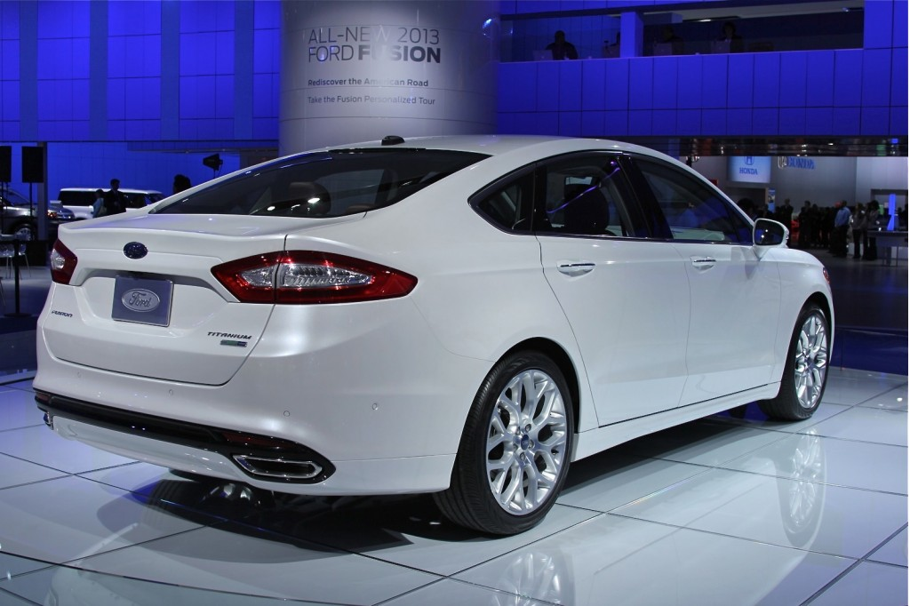 2013 ford fusion high mpg engines hybrid plug in video. Black Bedroom Furniture Sets. Home Design Ideas
