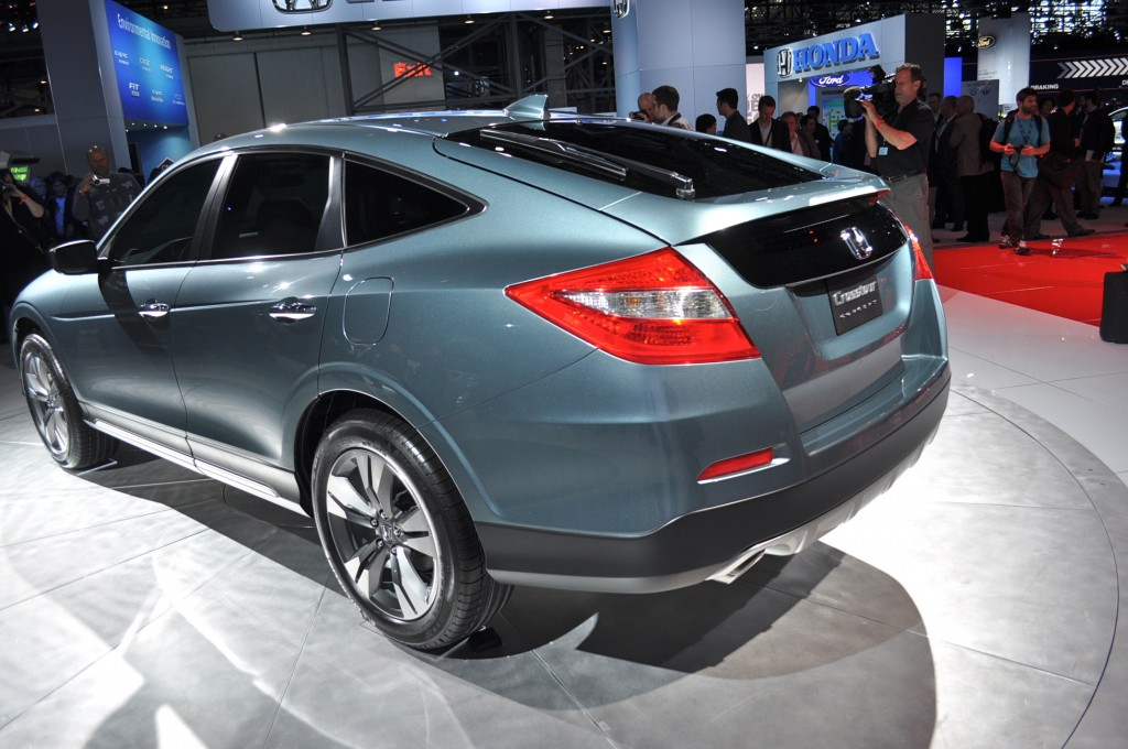 2013 honda crosstour pictures photos gallery green car reports. Black Bedroom Furniture Sets. Home Design Ideas