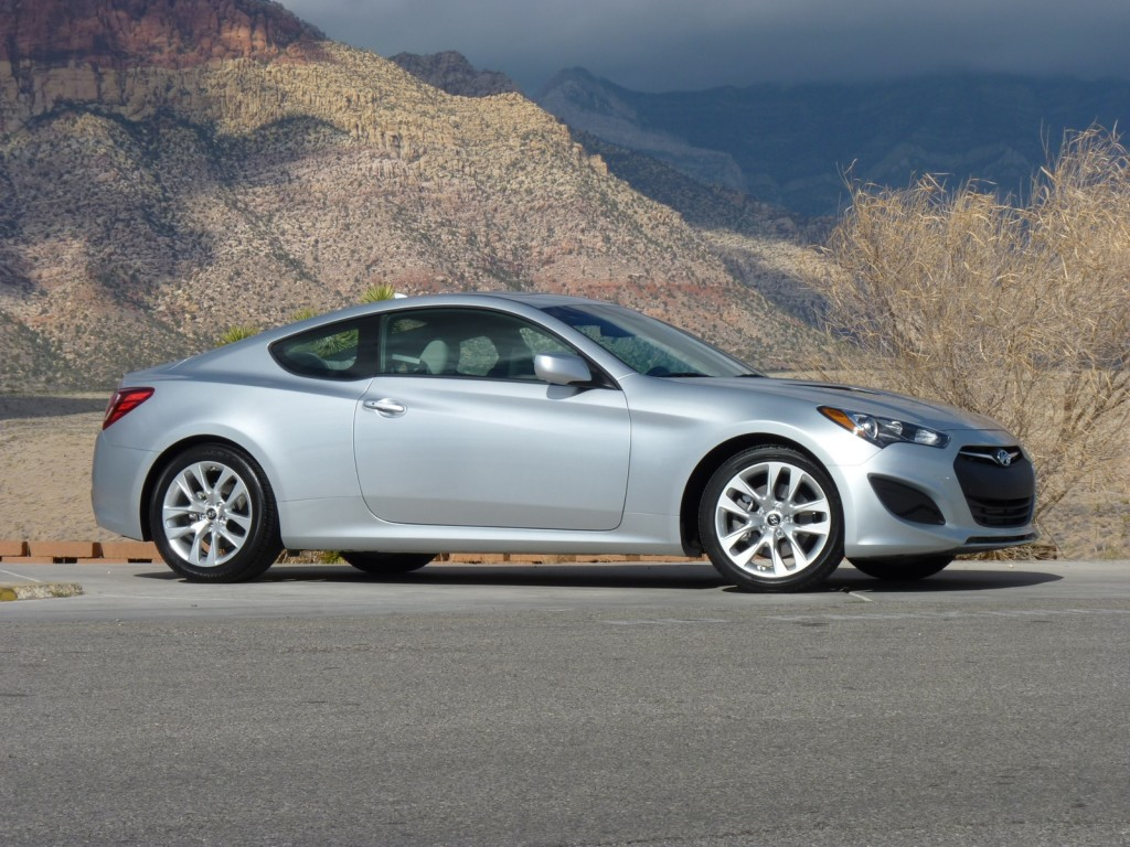 2013 hyundai genesis coupe first drive 2 2012. Black Bedroom Furniture Sets. Home Design Ideas