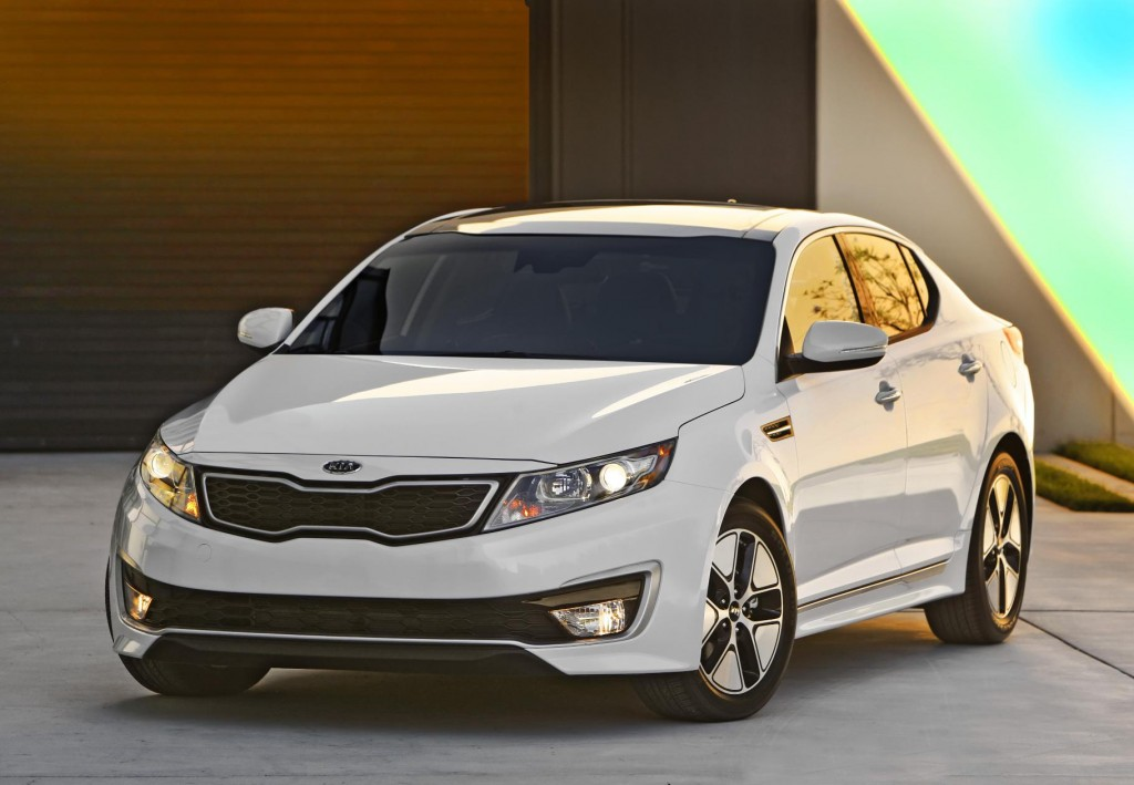 2013 kia optima hybrid more space improved gas mileage. Black Bedroom Furniture Sets. Home Design Ideas
