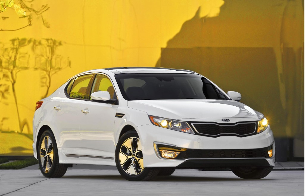 2013 kia optima hybrid more space improved gas mileage